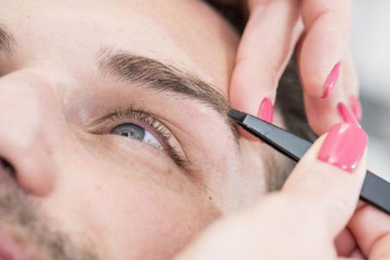 Augenbrauen zupfen - Haarentfernung in Wiesbaden