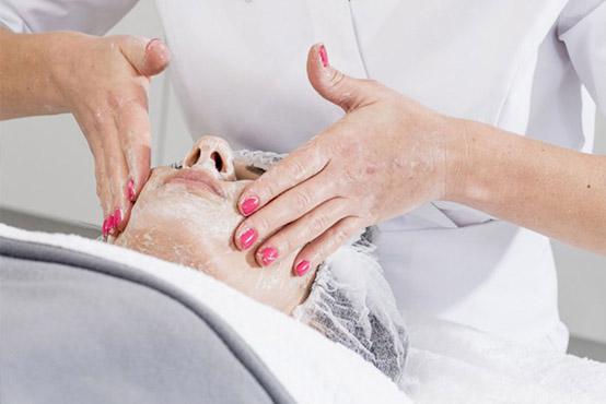 Massagen (Gesicht, Hand & Fuß)